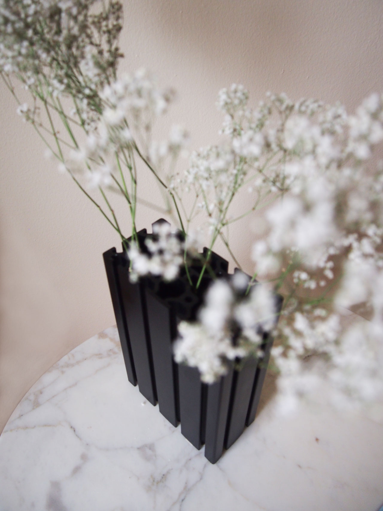 DIY extrusion vase designed by Aandersson