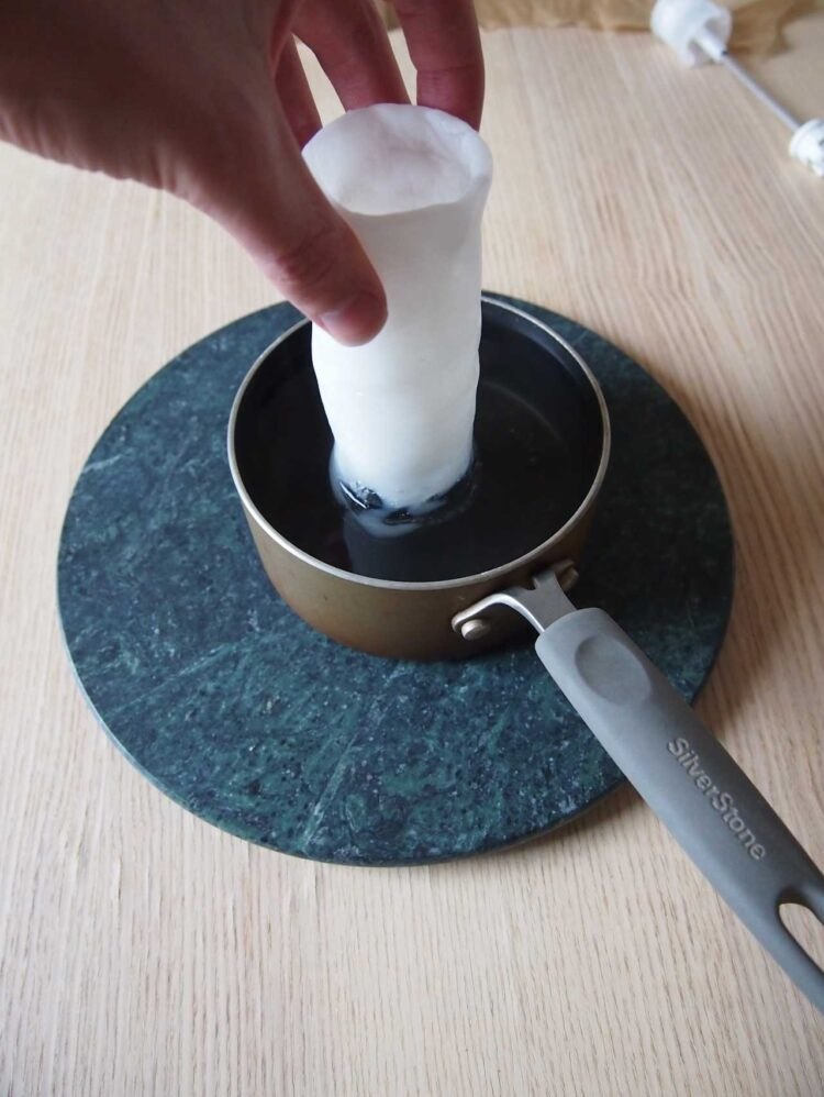 10   Remove all foil and paper from the two pieces. Hold one end of the larger piece in hot water until about 2.5in (6cm) is soft.