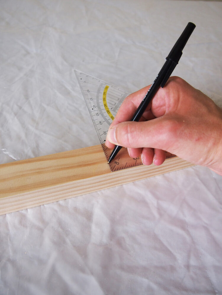 1     Using a square tool and tape measure, measure and mark these lengths of wood: 2 pieces 29.5in (75cm) long, 4 pieces 18in (46cm) long, 3 pieces 19in (48cm) long, 1 piece 16in (39cm) long.